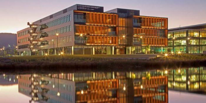 2.University of Wollongong (UOW)